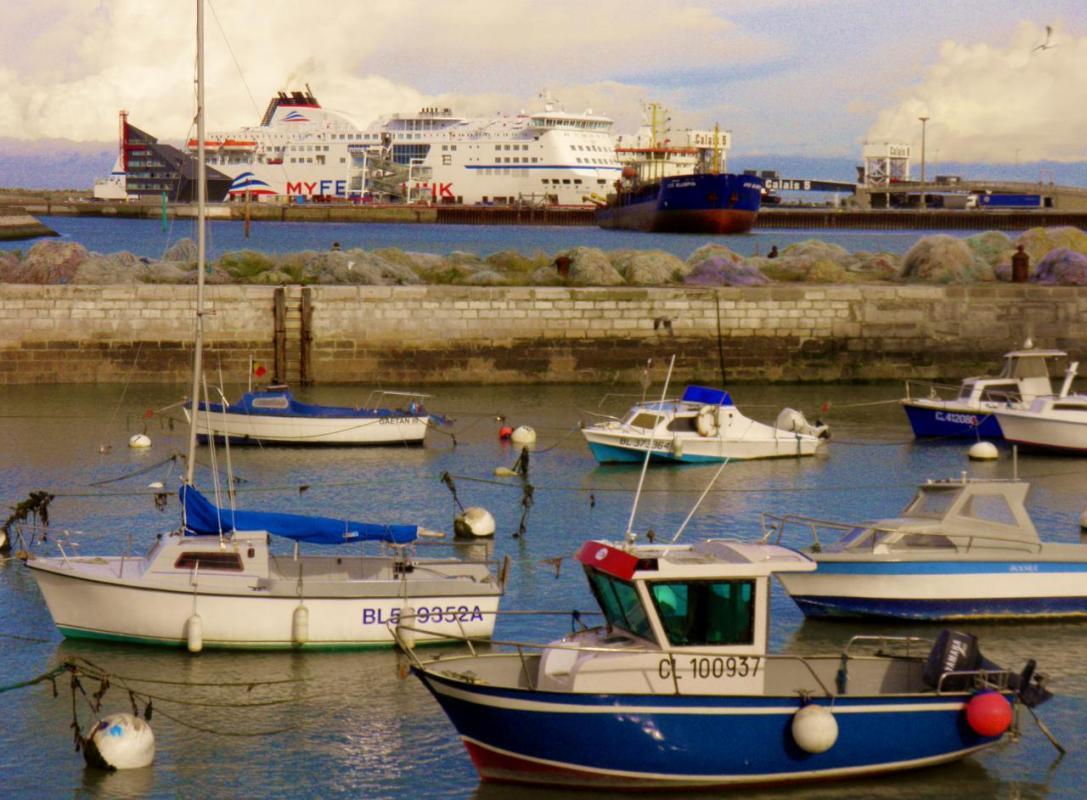 photographie-calais-bateaux-bleus-ferry.jpg