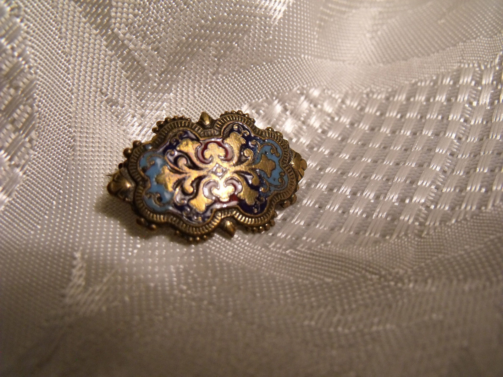 Broche ancienne emaillee