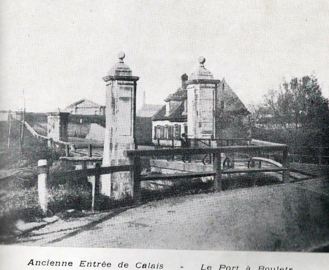 calais-anciennes-fortifications-entree-de-calais-le-port-a-boulets.jpg