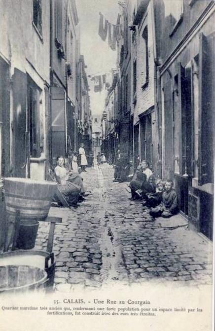 calais-bassines-a-linge-dans-une-rue-du-courgain.jpg