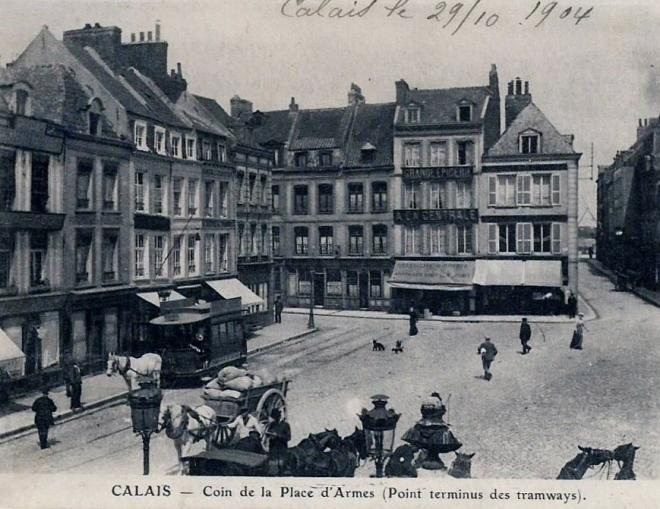 calais-coin-de-la-place-d-armes-point-terminus-des-tramways.jpg