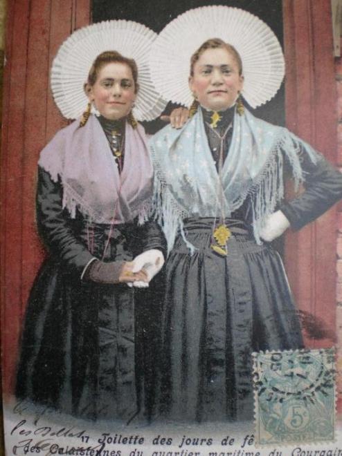 calais-courguinoises-en-tenue-de-ceremonie.jpg