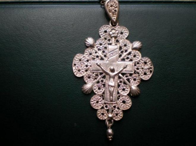 calais-croix-traditonnelle-en-argent-bijoux-regionaux.jpg