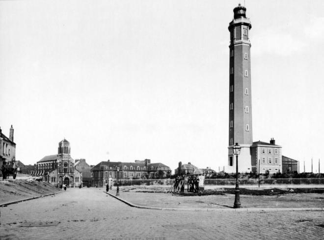 calais-en-1895-le-phare.jpg