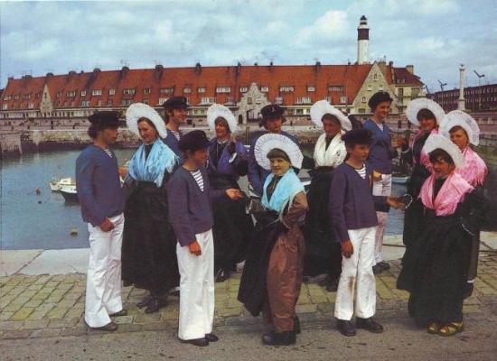 calais-groupe-folklorique-des-dames-de-la-halle-herve-tavernier-calais.jpg