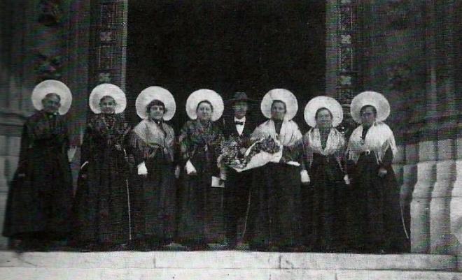 calais-les-dames-de-la-halle-en-1927-courgain-matelote-ancien-calais-1.jpg