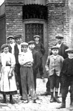 calais-ouvriers-des-usines-vendroux-vers-1918.jpg