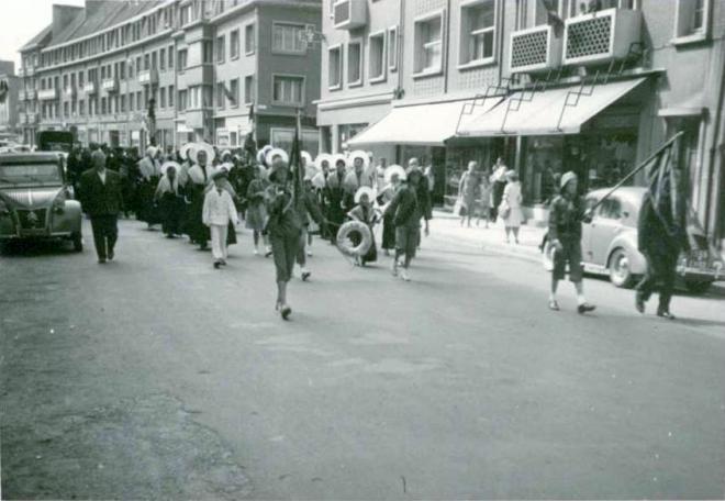 calais-procession-du-15-aout-annees-50.jpg