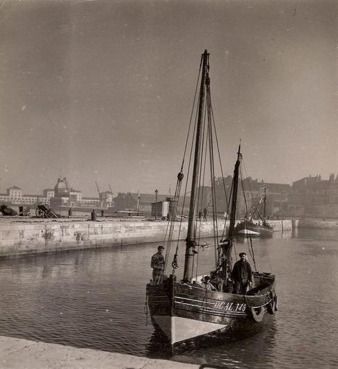 Photographe ancienne de Calais bateau de peche