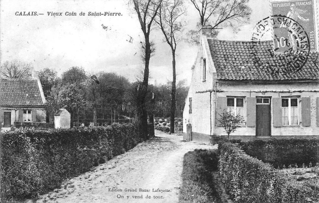 Calais une rue du vieux Saint Pierre