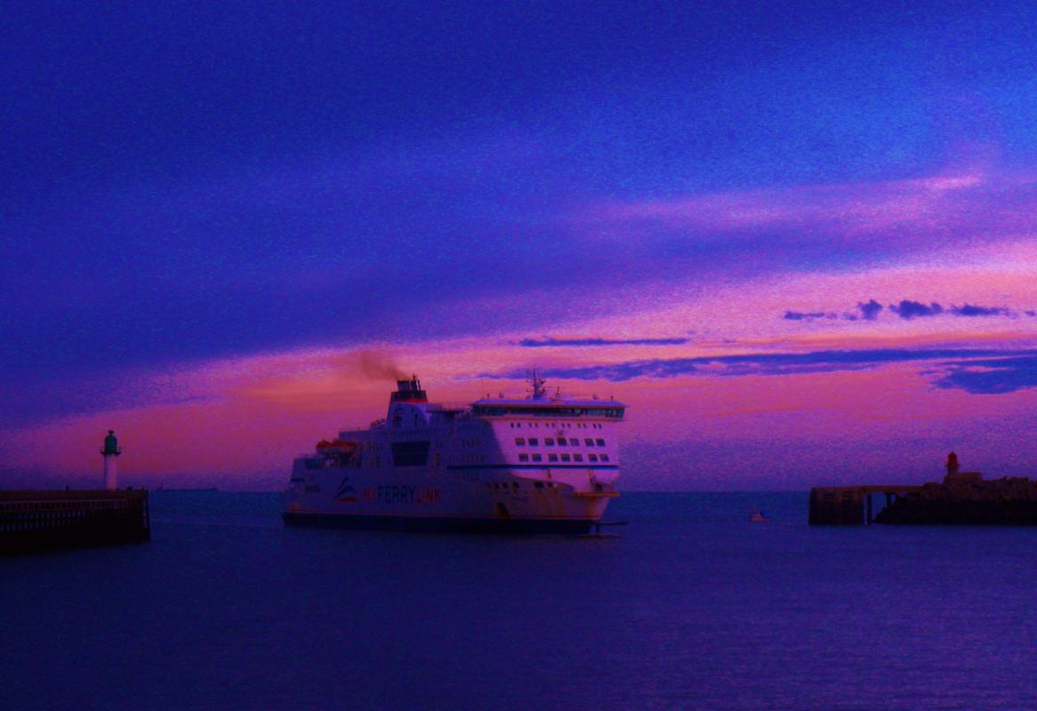 photo Calais ferry port plage