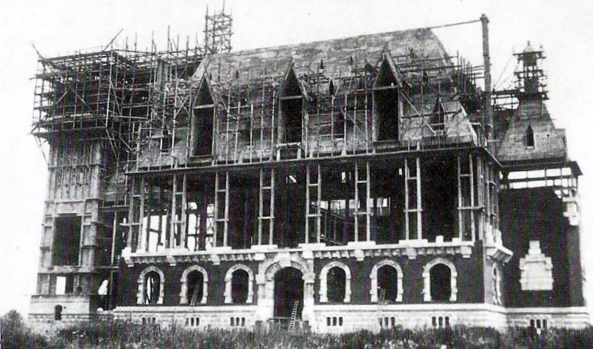 Calais hotel de ville en construction