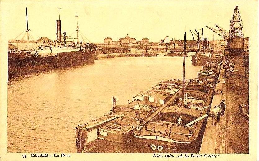 Calais le port et les peniches