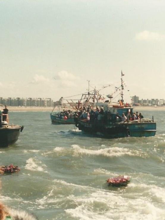Calais bénediction de la mer gerbes de fleurs