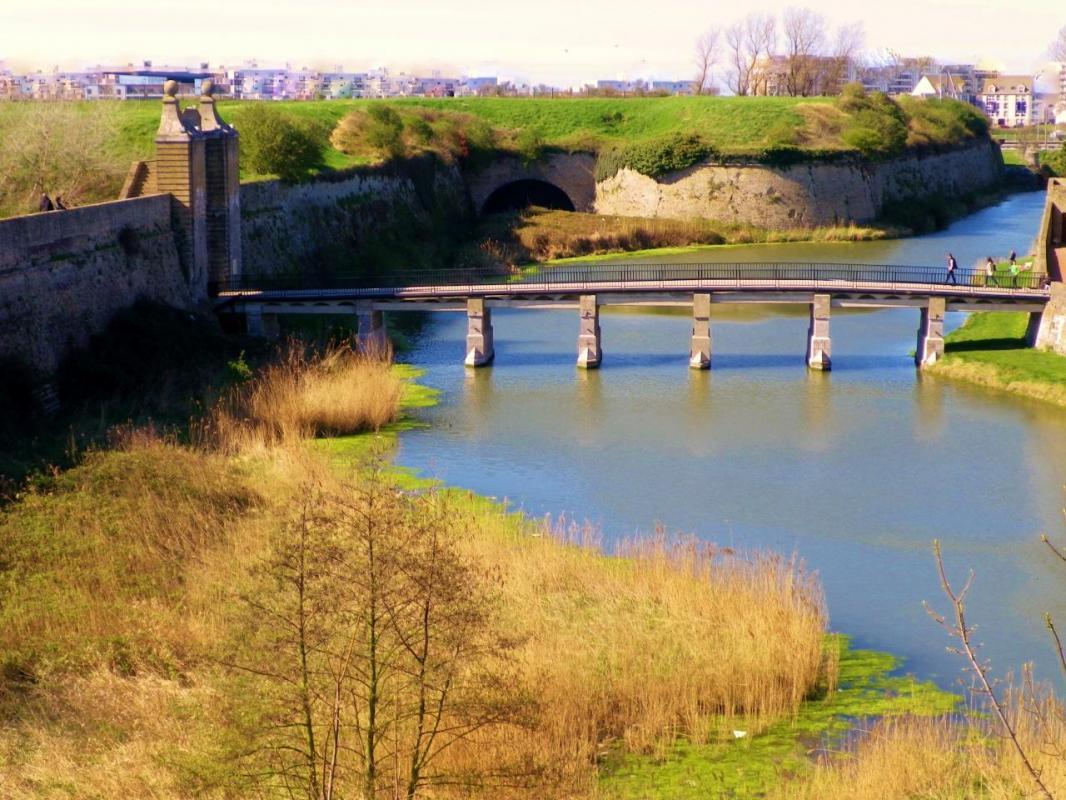 photographie-calais-citadelle-le-pont-et-la-porte-de-neptune.jpg