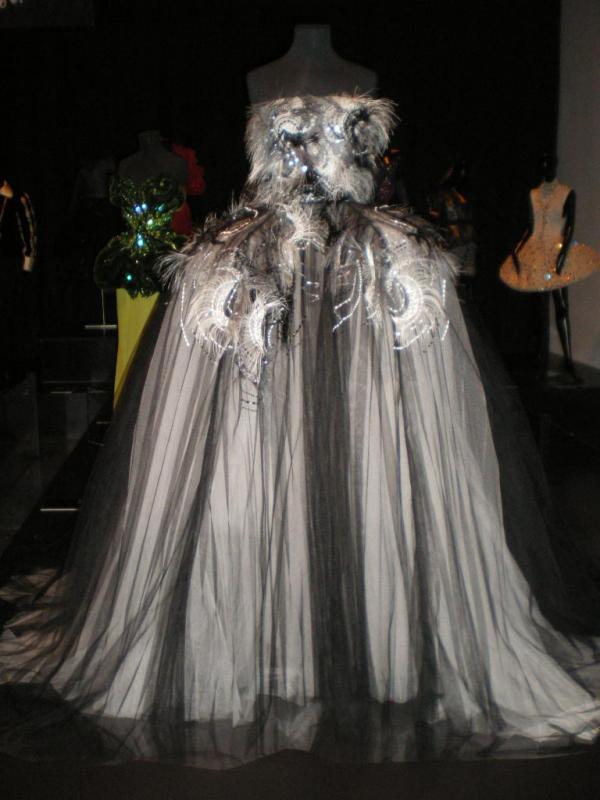 robes de grands couturiers calais cité de la dentelle