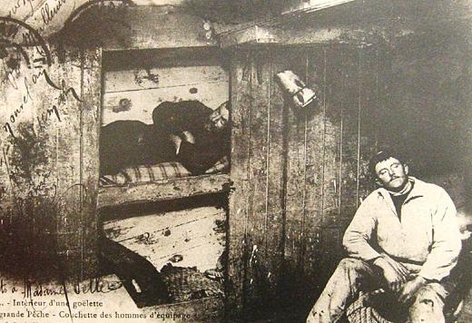 interieur-d-une-goelette-les-couchettes-des-hommes-d-equipage.jpg