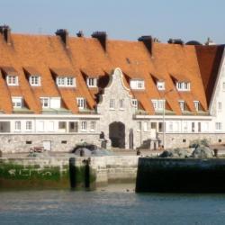 Le vieux bassin du Paradis et l'immeuble de la matelote