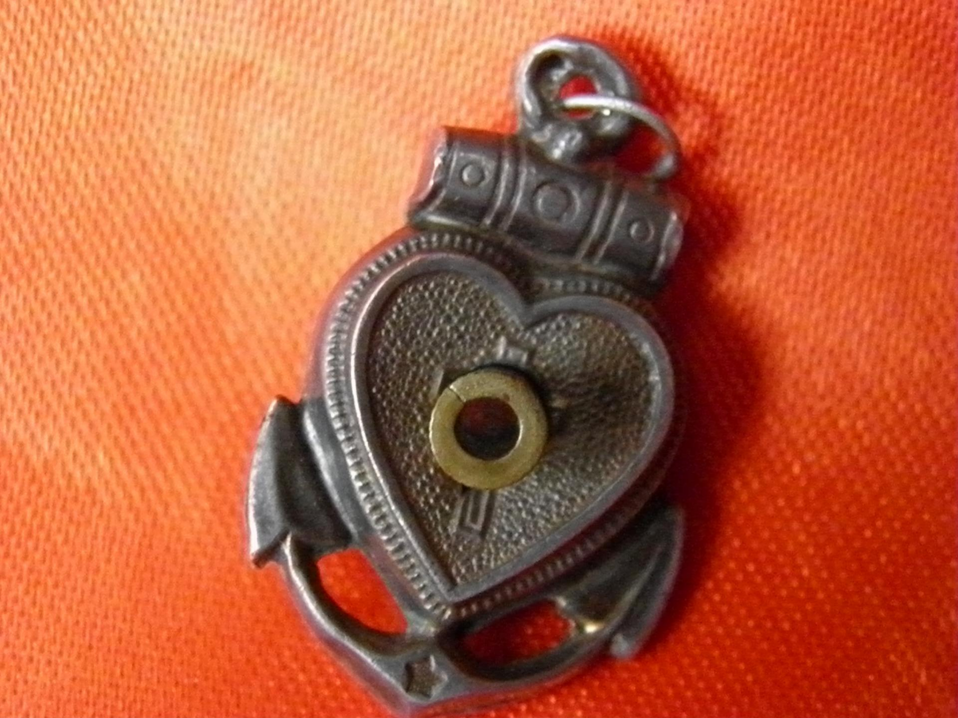 pendentif coeur et ancre de marine