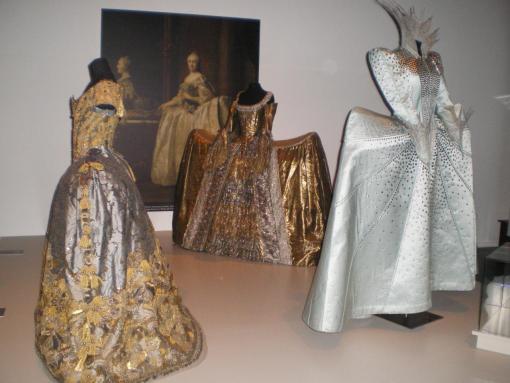 Robes à panier cité de la mode et de la dentelle calais